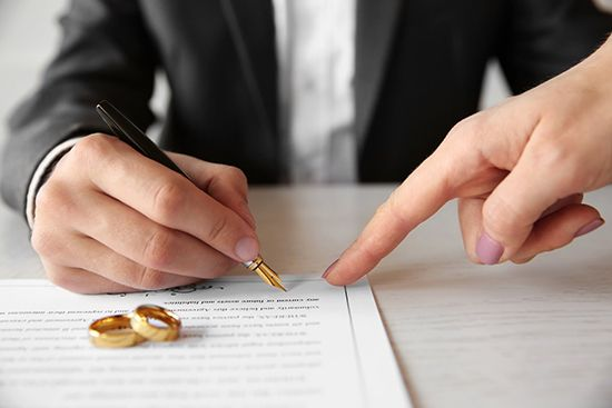 брачный договор в рф регулирует Портал правовой информации В РФ брачный договор супругов урегулирован статьями 40 42 Семейного кодекса РФ и представляет собой документ позволяющий определить имущественные права